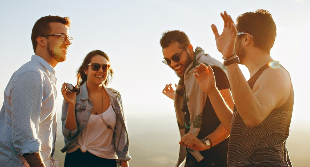 5 signos distintivos de que tienes un amigo falso