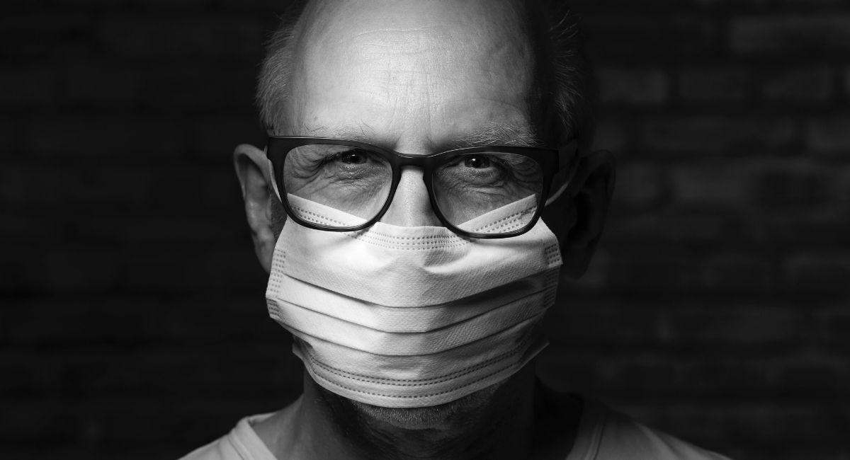 Cómo evitar las gafas empañadas mientras se usa la mascarilla