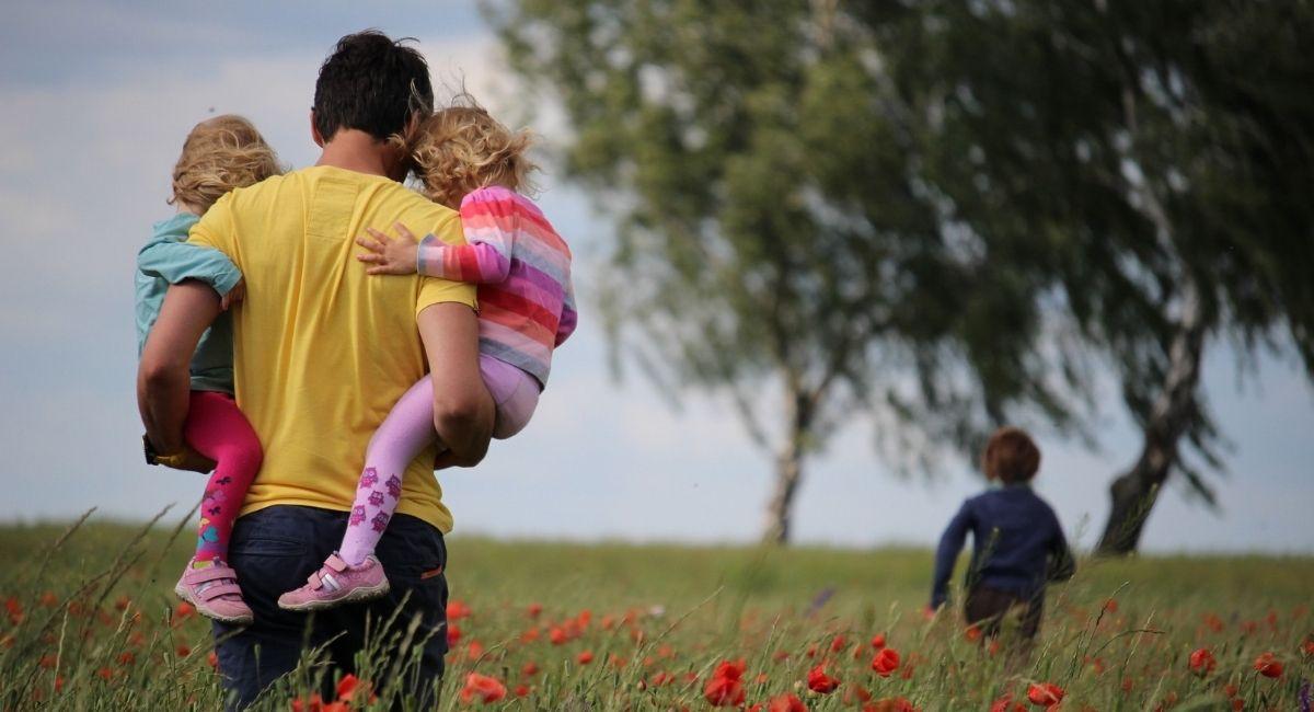 Enseñar empatía a los niños: 5 consejos de un experto en cuidado infantil