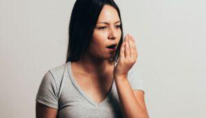 12 Posibles causas de ese sabor metálico en la boca