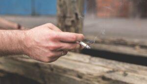 El fumador pasivo se relaciona con un mayor riesgo de artritis