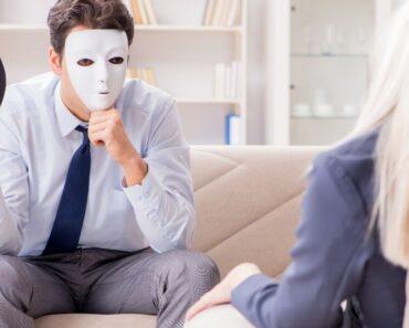 ¿Cómo detectar a un narcisista? Estos son 12 comportamientos reveladores