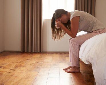 7 señales de advertencia que revelan que alguien tiene depresión doble