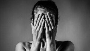 3 señales de que alguien sufre un trastorno de estrés post-narcisista