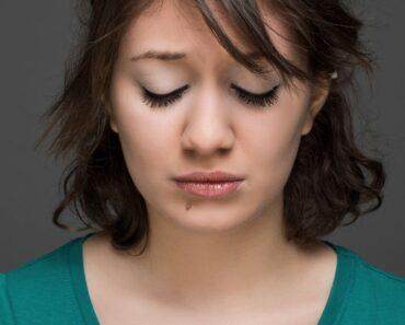 12 hábitos de la gente infeliz (y cómo evitar tenerlos)